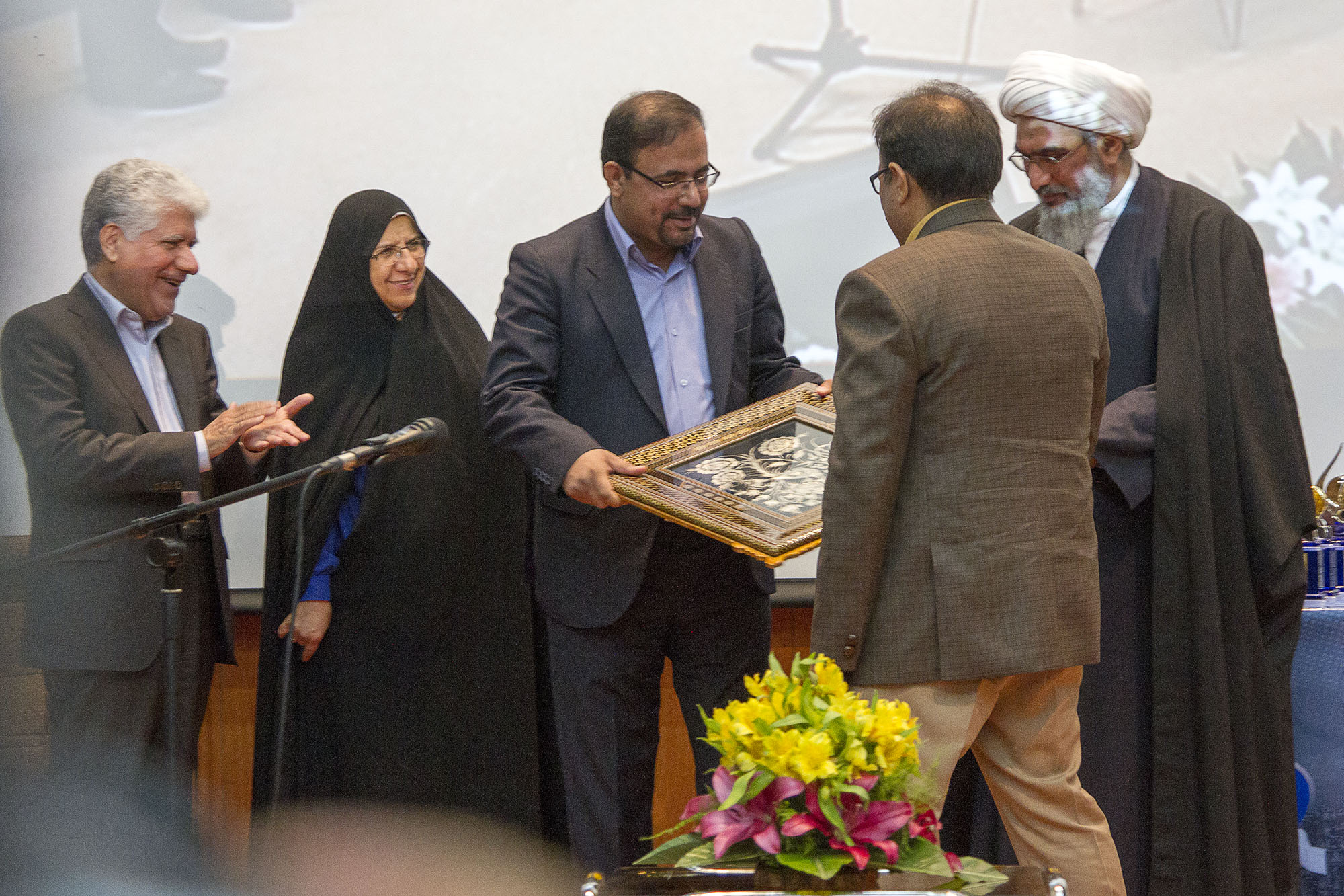صرفه جویی 20 هزاردلاری حاصل از قراردادهای منعقد شده با مراکز علمی استان بوشهر